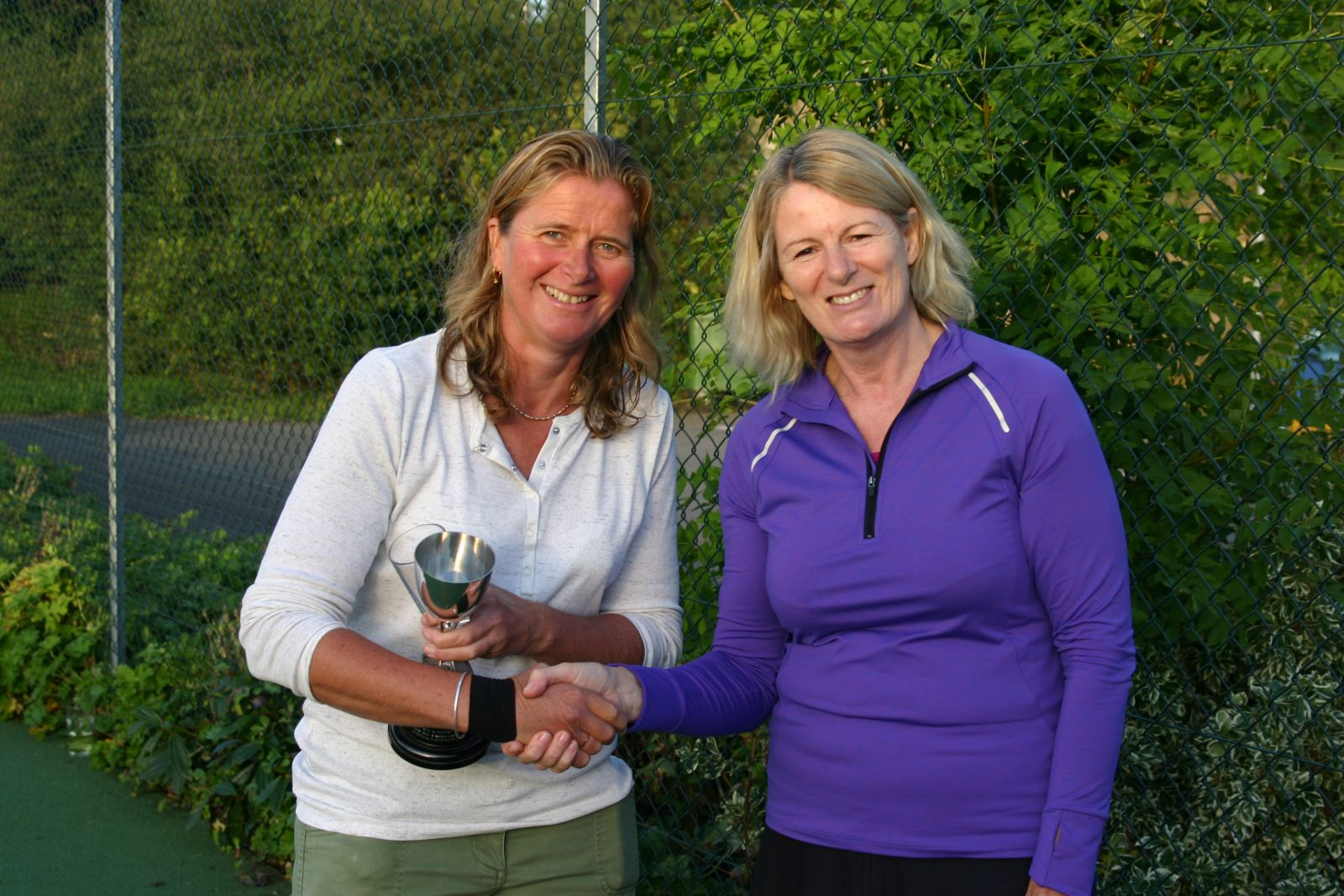 Ros Clark presenting Sarah Skidmore with the Ladies Singles Trophy